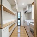 枚方市 T様邸蔵と母屋のリノベーション工事の写真 収納たっぷりのキッチン