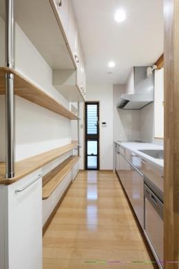 枚方市 T様邸蔵と母屋のリノベーション工事 (収納たっぷりのキッチン)