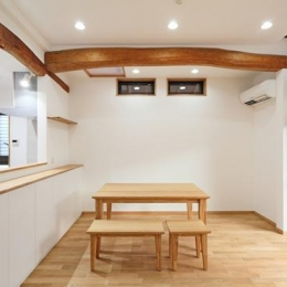 枚方市 T様邸蔵と母屋のリノベーション工事 (自然光がたくさん入る明るいリビング)