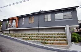 K・プラン・サ-ビスの注文住宅の家 (傾斜をうまく利用して建てた平屋)