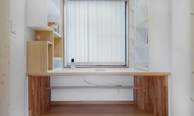 K・プラン・サ-ビスの注文住宅の家 (造り付けのデスク)