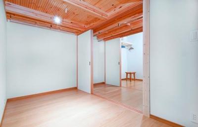 K・プラン・サ-ビスの注文住宅の家 (共有のクローゼットがある子供部屋)