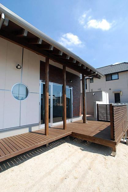 「Kurenai色のある家」の部屋 ウッドデッキテラス