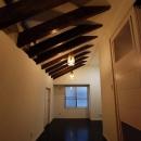 「Kurenai色のある家」の写真 屋根裏にある書斎