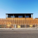 「連格子のある家」の写真 連格子の半可視な壁がある外観