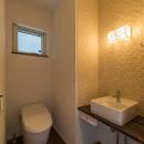 朽ちる家の写真 手洗いがあるシンプルなトイレ
