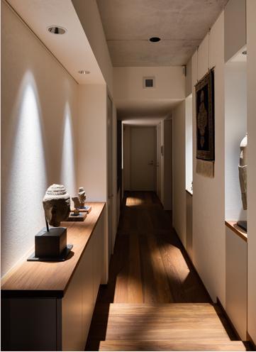 田園調布の家 (段差のある長い廊下)