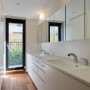 田園調布の家の写真 ダブルボウルのある洗面室