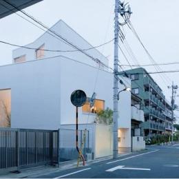 東綾瀬の家 (白いコンパクトな外観)
