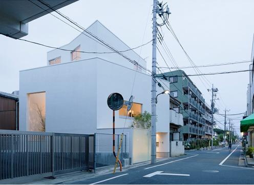 東綾瀬の家の部屋 白いコンパクトな外観