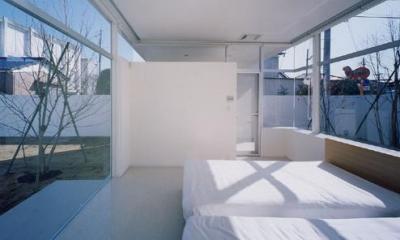 石岡の家 (光が差し込む明るい寝室)