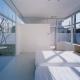 光が差し込む明るい寝室 (石岡の家)