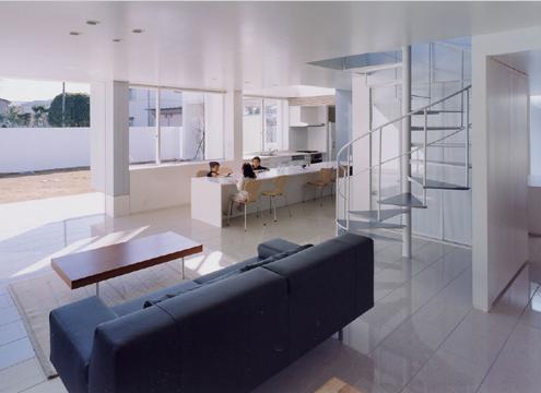 石岡の家の部屋 子供たちがどの場所にいても気配を感じることのできる空間