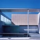 山手の家の写真 「石・ガラス・コンクリートそして水」がコンセプトの清新な外観