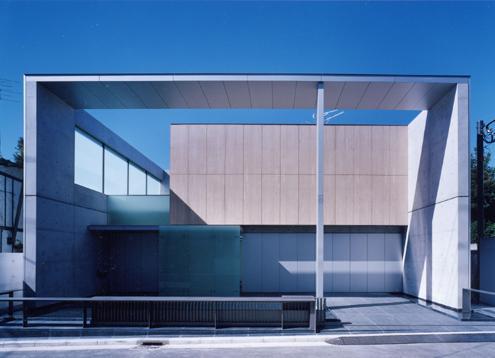 外観事例:「石・ガラス・コンクリートそして水」がコンセプトの清新な外観(山手の家)