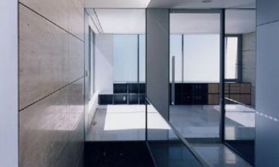 山手の家 (開放的な廊下)