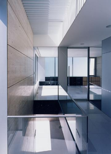 山手の家の部屋 開放的な廊下
