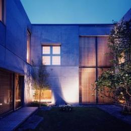 白楽の家 (各世帯、程よい距離感を保っている中庭)