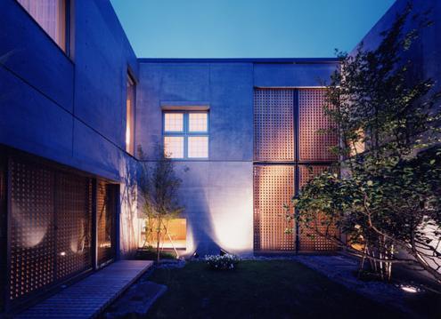 白楽の家の部屋 各世帯、程よい距離感を保っている中庭
