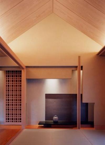 天井の高い和室 (白楽の家)