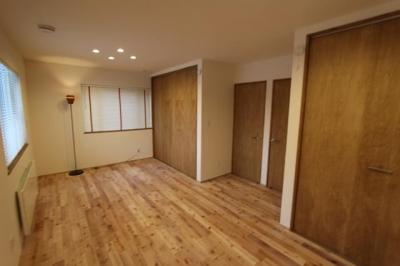 シンプルな洋室 (彩りの家)