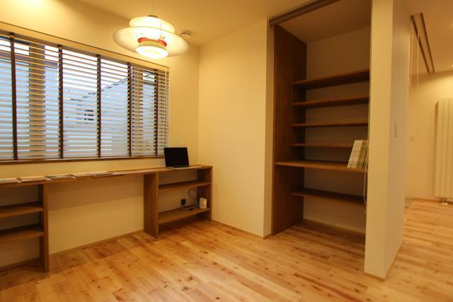彩りの家の部屋 収納棚のある空間