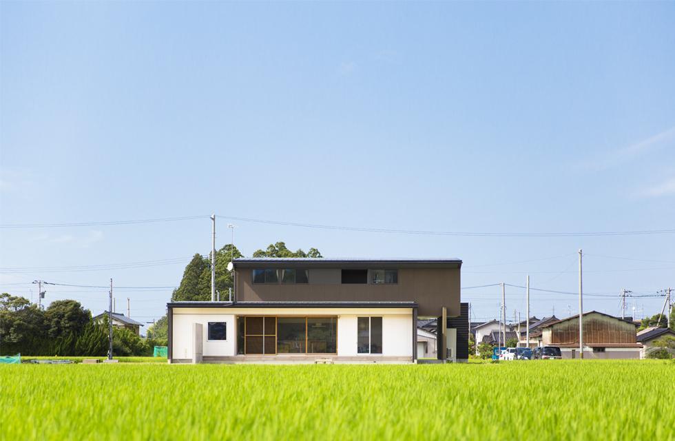軽海の家の部屋 とても贅沢な敷地に建つ住宅