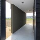 軽海の家の写真 風を感じる玄関アプローチ