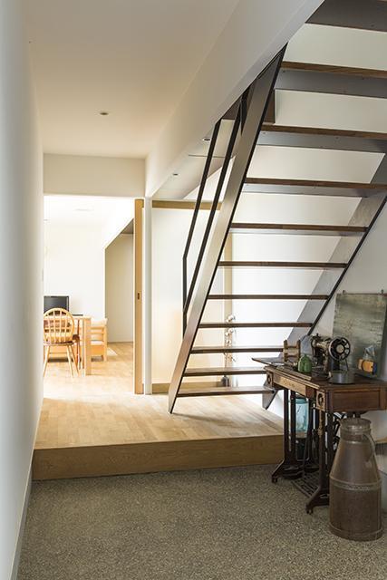 軽海の家の部屋 上がり框のある玄関