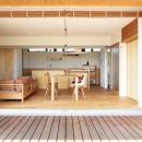 軽海の家の写真 リビングと一体感のあるウッドデッキ
