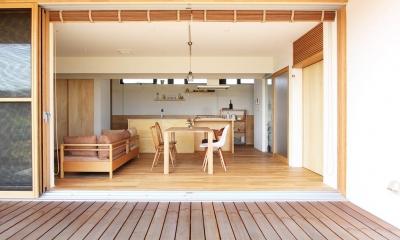 軽海の家 (リビングと一体感のあるウッドデッキ)