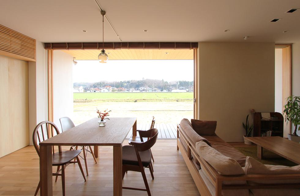 軽海の家の部屋 四季に応じて移り変わる風景を眺めながら