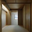 囲みの層の写真 色々な要素が層状に重なる寝室
