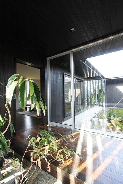 能美市の家の写真 光が差し込む廊下