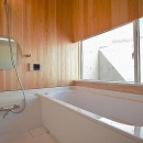 N-Frameの写真 木を感じるバスルーム