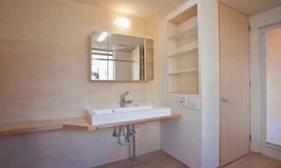 N-Frame (収納棚のある洗面室)