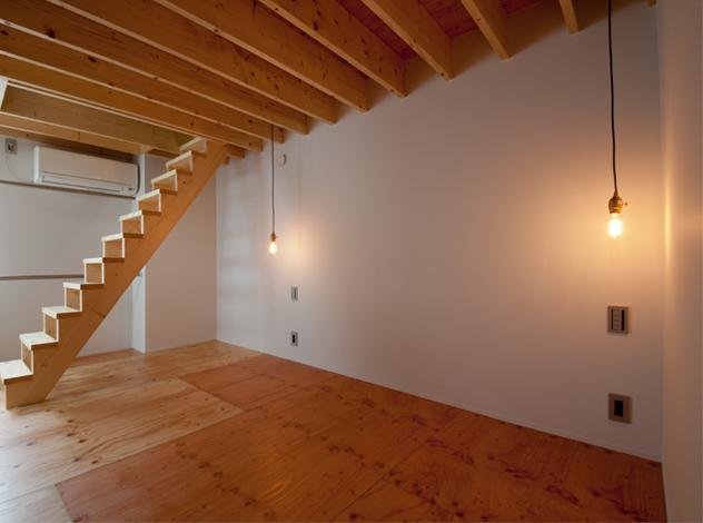 マトリョーシカノイエの写真 個性的な階段のある洋室