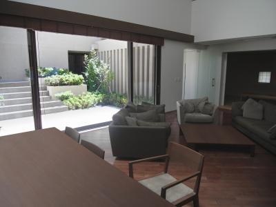名古屋のコートハウス (リビング)
