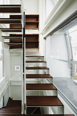 ハークネスの家の部屋 収納のあるオープン型階段
