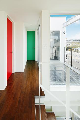 ハークネスの家の部屋 カラフルな扉