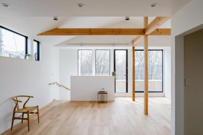 木立を望む家 (LDK)