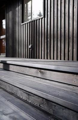カラマツの森の中の家 (屋外階段デッキ)