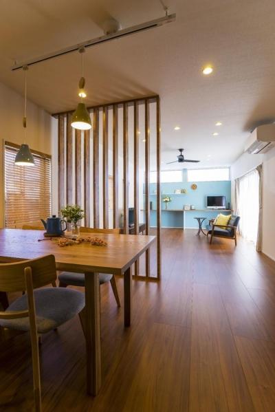 木製ルーバー間仕切り (おうちカフェの家)