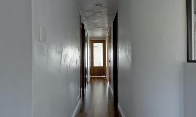 インディゴブルーのポイントクロス (廊下)