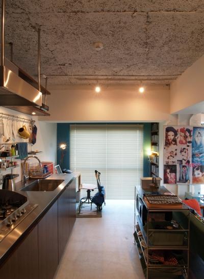 キッチン (JB—リビングとつながるバルコニーで夜景を独り占め)