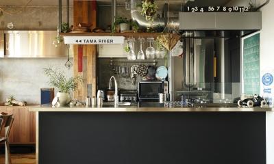 「TAMA RIVER」=溜まり場?無骨なキッチンが人を惹き寄せる (kitchen)