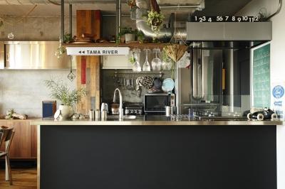 kitchen (「TAMA RIVER」=溜まり場?無骨なキッチンが人を惹き寄せる)