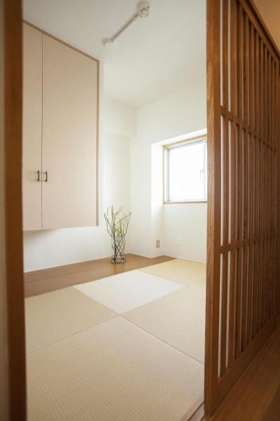 和室 (古い桐箪笥や和の設えをアレンジ)