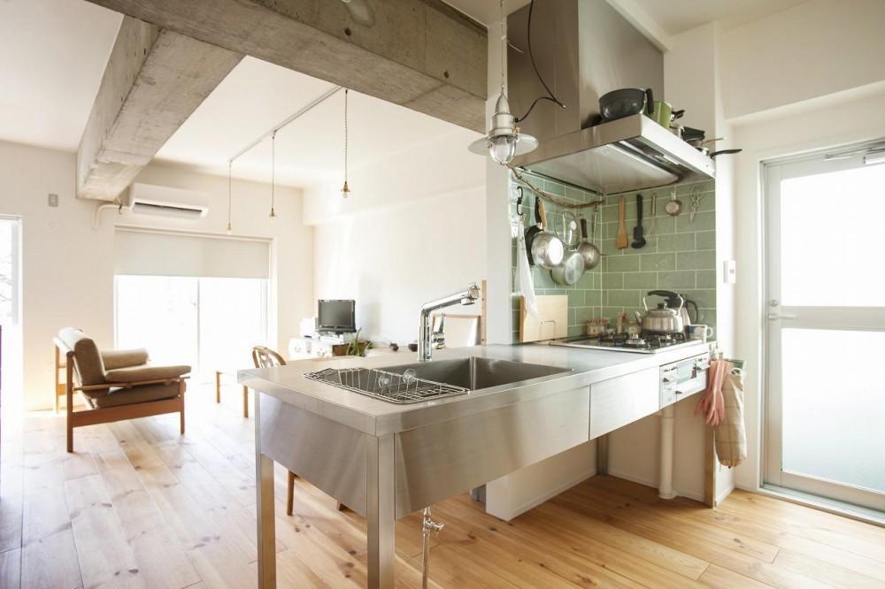 古い桐箪笥や和の設えをアレンジ (キッチン)