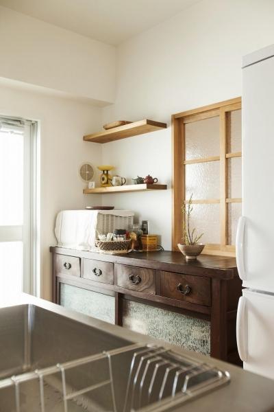 キッチン (古い桐箪笥や和の設えをアレンジ)